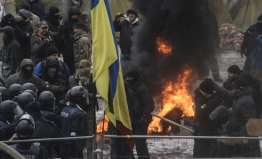 Clashes near Ukrainian Parliament - updated