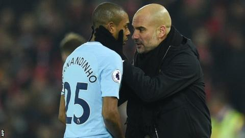 Fernandinho: Manchester City midfielder signs contract extension until 2020