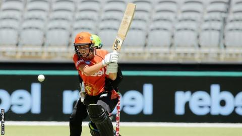 Women's Big Bash League: Perth Scorchers beat Sydney Thunder