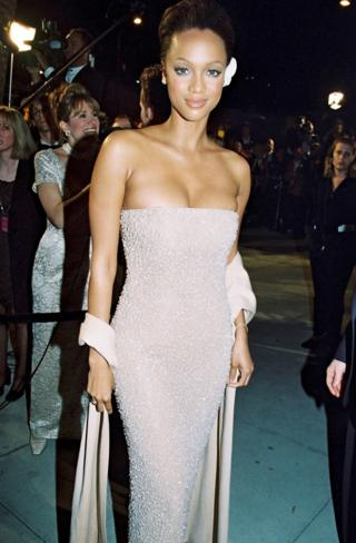 Oscars fashion: 30 years of outfits
