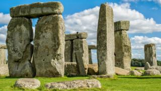 Building Stonehenge 'may have been ceremonial celebration'