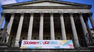 Deal struck in university pensions row