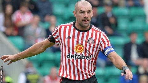 Sunderland midfielder Darron Gibson suspended after drink-driving charge