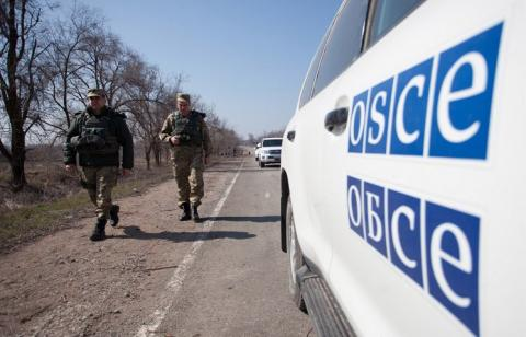 "OSCE spots van with ""Cargo 200"" going to Russia"
