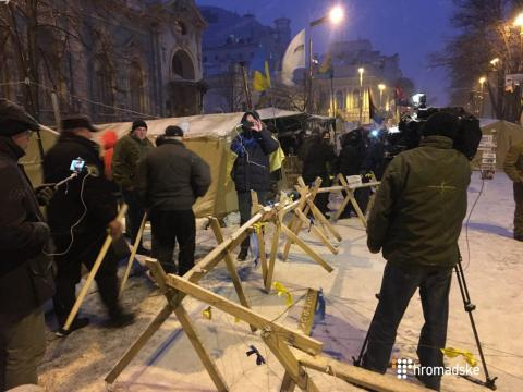 Protesters remove some tents near Ukrainian parliament, Hrushevska Street still blocked