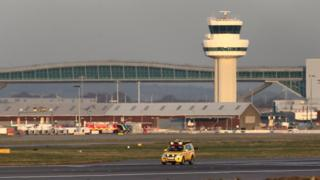 Air traffic controller sickness forces Gatwick Airport runway to close