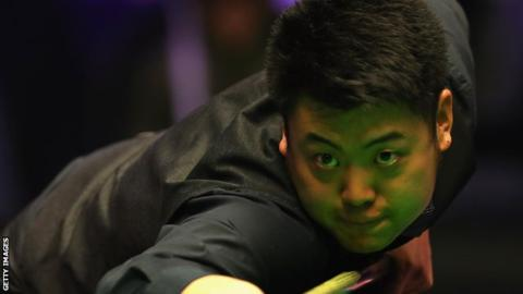 World Championship qualifiers: Liang Wenbo misses black for second 147 of match