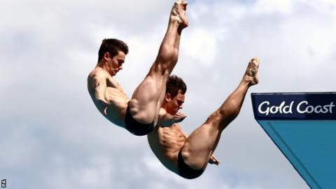 Commonwealth Games: Tom Daley & Dan Goodfellow win synchronised 10m platform gold