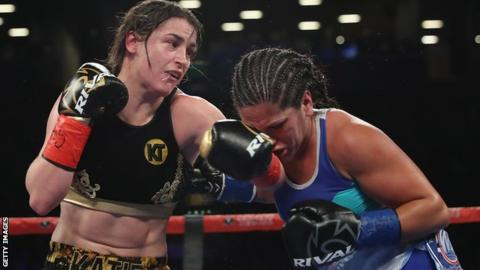 Katie Taylor beats Victoria Noelia Bustos to unify lightweight titles