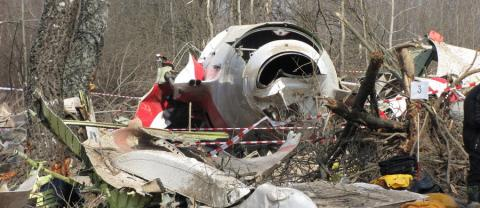 Smolensk crash: mistaken body parts, trash found at coffins of died