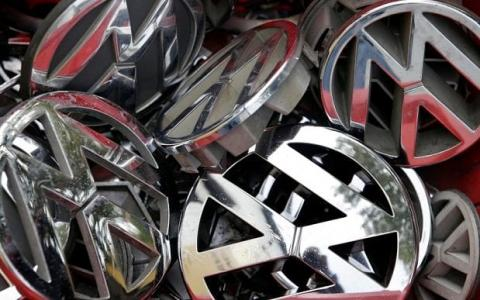 Snub for Volkswagen board as investment adviser questions their actions