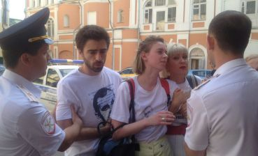 Actors of Moscow theatre detained for action in support of Sentsov