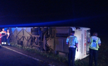 Bus with 60 Ukrainians rolls over in Romania