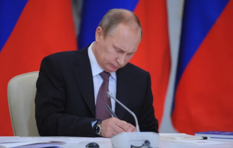 "Putin signs bill on sanctions against US and other ""hostile states"""