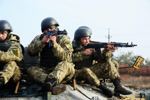 Donbas: 17 attacks on Ukrainian positions, two servicemen wounded