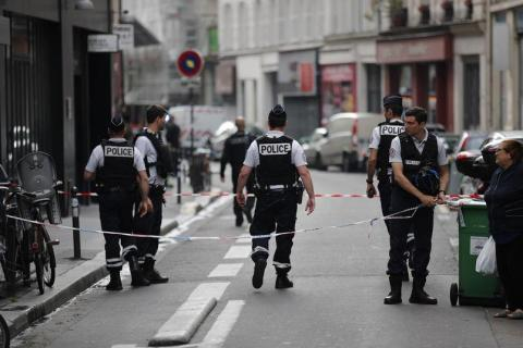 French police detain attacker in Paris, hostages safe