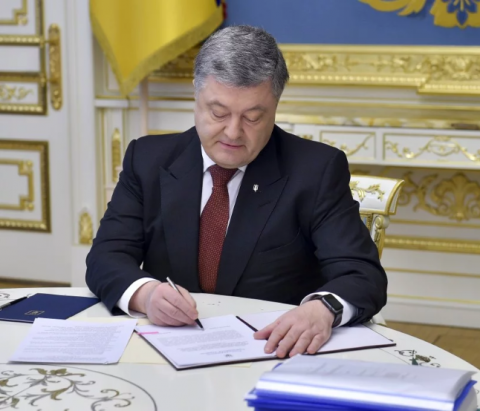 Poroshenko introduces NSDC decision on military equipment test in Ukraine