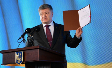 Poroshenko signs law on currency