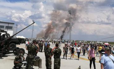 Combat fighter crashes in front of thousands of spectators in Romania