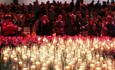 Dutch citizens pay tribute to MH17 victims