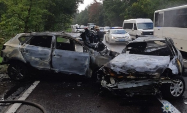 Family burns alive in car accident