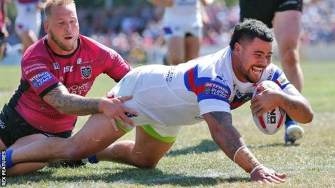 Super League: Wakefield Trinity 72-10 Hull FC