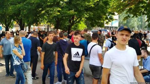 LGBT oppositionists protest against Equality March in Kryvy Rih