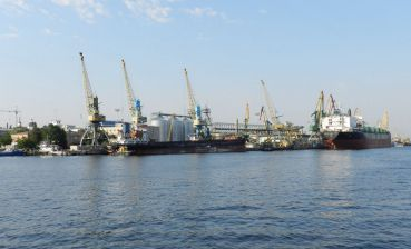 Vessel of Russian company enters Kherson port