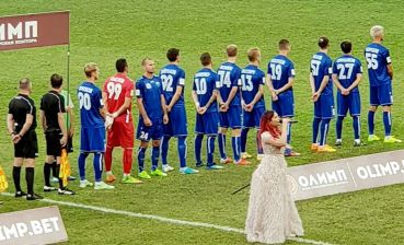 Ukrainian footballer turned away from Russian flag during anthem