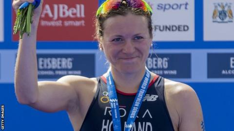 World Triathlon Series: Vicky Holland wins gold in Montreal to close in on title