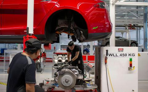 Tesla to seek local investors for new plant in China