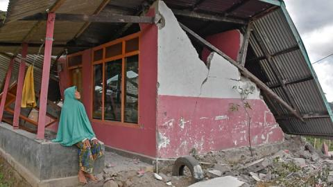 Lombok quake: 'People had shards of glass in their legs'
