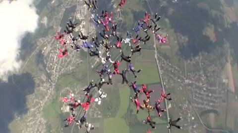 Team of female skydivers sets new world record in Ukraine