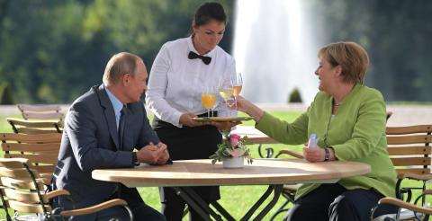 Meeting in Meseberg: Putin and Merkel against the U.S. and Ukraine
