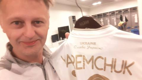 'Glory to Ukraine' slogan appears at official kits of national football team