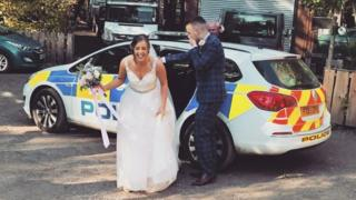 Lincoln police help stranded newlyweds after breakdown