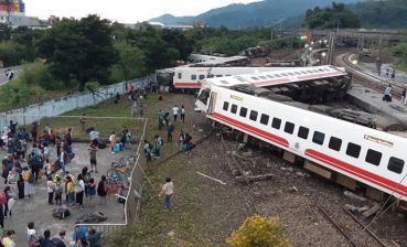Train crash in Taiwan - 17 dead, dozens trapped
