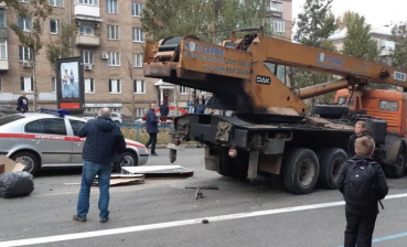 Large-scale car accident in Kyiv, 17 cars damaged, one person injured