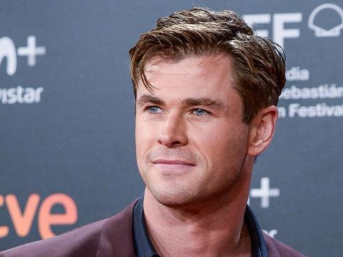 Chris Hemsworth picks up hitchhiker - in his helicopter