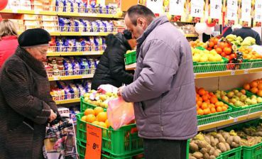 How did number of stores and markets change during Ukraine