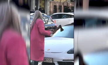 Woman crushes Porsche in Kyiv downtown (video)