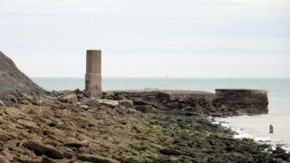 Suspected migrants found on rocks at Folkestone