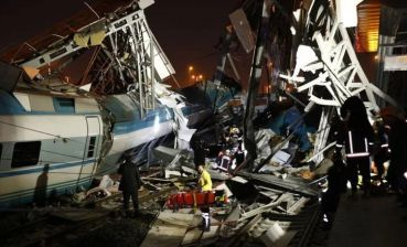 Two passenger trains collide in Turkey: there are dead and injured