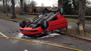 Driver leaves toddler in crashed car in Long Eaton