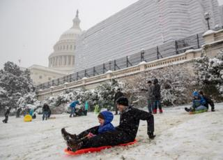 Snow hits Washington as shutdown continues