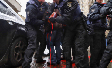 Scuffles with police take place in Odesa during rally in support of Ukrainian sailors (photo, video)