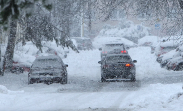 Heavy snow in Kyiv: road traffic partially paralyzed