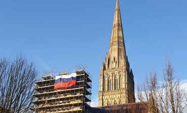 Russian flag pinned to the side of Salisbury cathedral