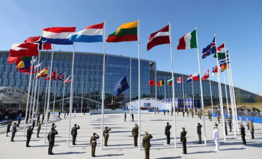 NATO calls on Russia to return Crimea to Ukraine