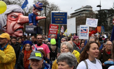 Thousands of people demand second Brexit referendum in London